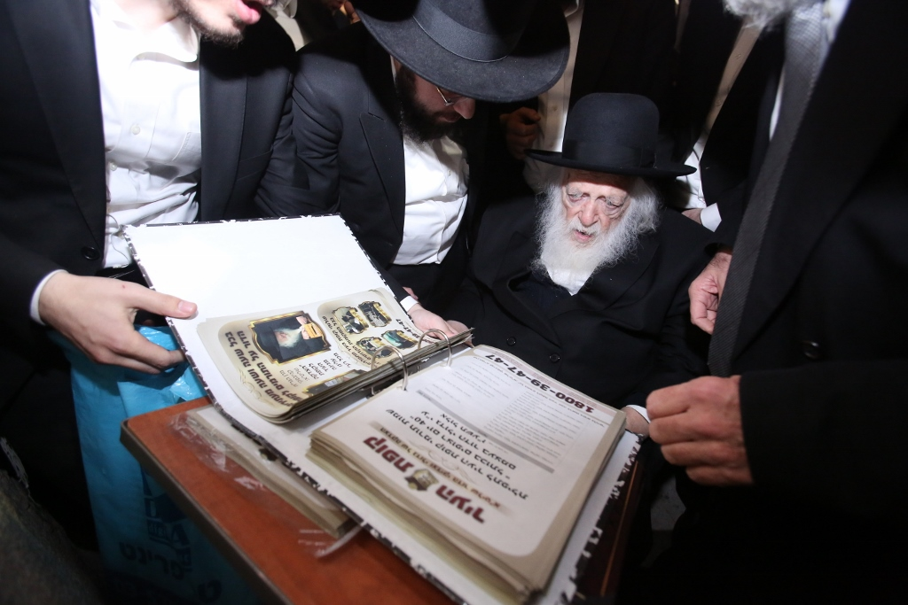 Maran HaRav Chaim Kanievsky at the Kosel on Succos